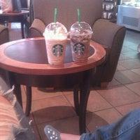 Foto tomada en Starbucks por Brianda V. el 3/17/2012