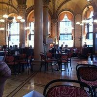 Photo prise au Café Central par Bader A. le5/25/2012