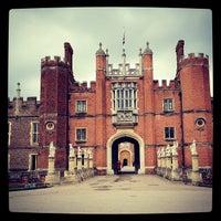 5/8/2012 tarihinde Bruce C.ziyaretçi tarafından Hampton Court Palace'de çekilen fotoğraf