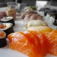 Photo taken at Yosuki Sushi House by Luiz Antonio B. on 5/7/2012
