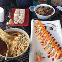 Foto scattata a Oshi's Sushi & Teriyaki da Tyler H. il 2/28/2012