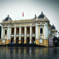 Photo taken at Nhà Hát Lớn Hà Nội (Hanoi Opera House) by Ning P. on 5/25/2012