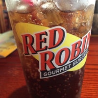 Photo taken at Red Robin Gourmet Burgers by Glenn C. on 6/22/2012