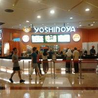 Photo taken at Yoshinoya (吉野家) by Azril A. on 6/19/2012
