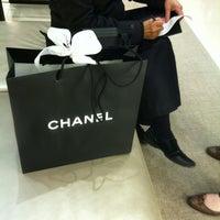 Снимок сделан в Chanel пользователем anne b. 4/12/2012