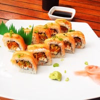 Photo taken at Sushi Itto by Mango C. on 7/16/2012