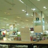 Photo taken at Tokyu Hands by Kaz O. on 5/26/2012