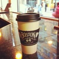 4/5/2012 tarihinde Camilo A.ziyaretçi tarafından Boston Common Coffee Company'de çekilen fotoğraf
