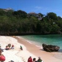 Снимок сделан в Padang-Padang Beach пользователем M Wahyu A. 5/27/2012