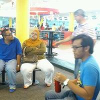Das Foto wurde bei Melaka International Bowling Centre (MIBC) von Nurul S. am 9/3/2012 aufgenommen