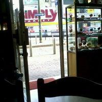 Foto scattata a Simply da BiMbiMbiM S. il 7/8/2012