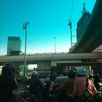 Photo taken at Ratchathewi Intersection by sawanun  b. on 4/12/2012
