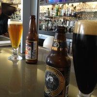 3/31/2012 tarihinde Valencia W.ziyaretçi tarafından Ray's & Stark Bar'de çekilen fotoğraf
