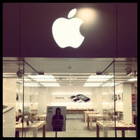 Photo taken at Apple Pentagon City by Travis B. on 5/25/2012