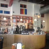 Photo prise au Halcyon Coffee, Bar & Lounge par CoachDeb C. le8/7/2012