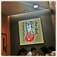 Photo taken at Hachiban Ramen by Yui Y. on 6/11/2012