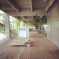 Das Foto wurde bei Les Docks – Cité de la Mode et du Design von Nicolas P. am 6/7/2012 aufgenommen