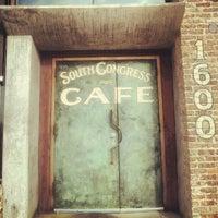 Das Foto wurde bei South Congress Cafe von Blake C. am 7/22/2012 aufgenommen