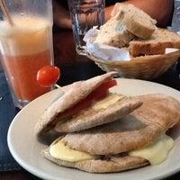 รูปภาพถ่ายที่ Origen Café โดย Sophia S. เมื่อ 2/19/2012