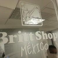 Photo taken at Oficina Britt Shop México by Roberto U. on 8/28/2012