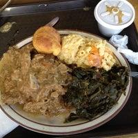 Das Foto wurde bei MacArthur's Restaurant von Veronica W. am 5/10/2012 aufgenommen
