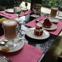 Photo taken at Café Esplanada 咖啡苑 by Dmitry M. on 8/3/2012