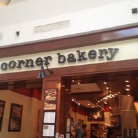 Photo prise au Corner Bakery Cafe par Brian L. le5/26/2012