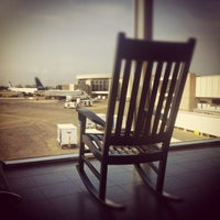 รูปภาพถ่ายที่ Terminal A โดย Artemus P. เมื่อ 5/27/2012