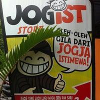 Photo taken at Kedai Digital Center by Yogi U. on 3/3/2012