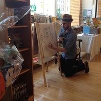 รูปภาพถ่ายที่ Greenlight Bookstore โดย Molly W. เมื่อ 6/2/2012