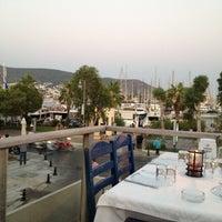 7/8/2012 tarihinde Gursel O.ziyaretçi tarafından Gemibaşı Restaurant'de çekilen fotoğraf