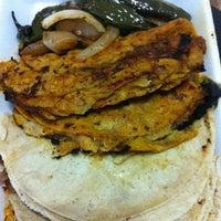 Foto tomada en Tacos de Barbacoa El Amigo por TRIPULANTE G. el 6/25/2012