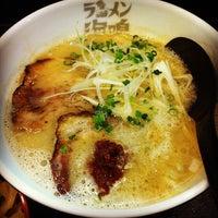 Photo taken at Ramen Unari by オレオパパ 上. on 3/31/2012