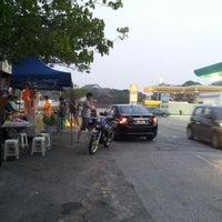 Photo taken at USJ 4 Burger by Yusuf Arifianshah E. on 6/16/2012