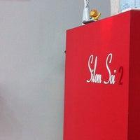 Photo taken at Silom Soi2 Hair Club by จริงใจ เ. on 3/3/2012