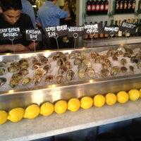 6/28/2012 tarihinde Kirstenziyaretçi tarafından Mare Oyster Bar'de çekilen fotoğraf
