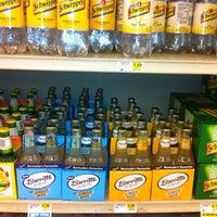 Foto tirada no(a) Lowes Foods por Paul I. em 4/26/2012