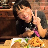 Photo taken at 1885 Burger Store by 馬丁 林. on 3/5/2012