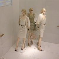 Das Foto wurde bei CHANEL Boutique von Herbier de Provence O. am 5/25/2012 aufgenommen