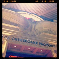 Photo prise au The Cheesecake Factory par Pu'unui W. le2/9/2012