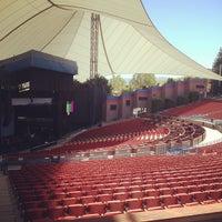 Foto tomada en Shoreline Amphitheatre por Jason N. el 6/1/2012