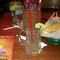 Photo prise au La Parrilla Mexican Restaurant par LaTosha W. le6/9/2012