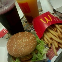 Photo taken at McDonald's by Ana Elisa C. on 7/11/2012