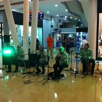 Photo taken at La Vela Centro Comercial by Mokabistropty P. on 7/6/2012