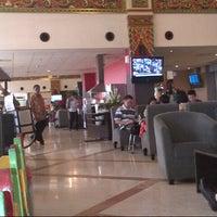 Photo taken at Singosari Lounge by Ridwan H. on 9/8/2012