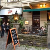 Das Foto wurde bei Julep's New York Bar & Restaurant von Ben B. am 7/21/2012 aufgenommen
