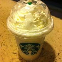 Снимок сделан в Starbucks пользователем Hasan A. 9/2/2012