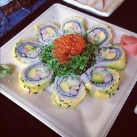 Photo taken at Sushi Market by Fabiana B. on 7/31/2012