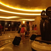 Photo taken at New York Hilton Midtown by pista_kin on 8/10/2012