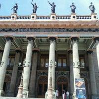 7/7/2012 tarihinde Cesar G.ziyaretçi tarafından Teatro Juárez'de çekilen fotoğraf